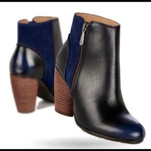 EMU Black and Navy Boots